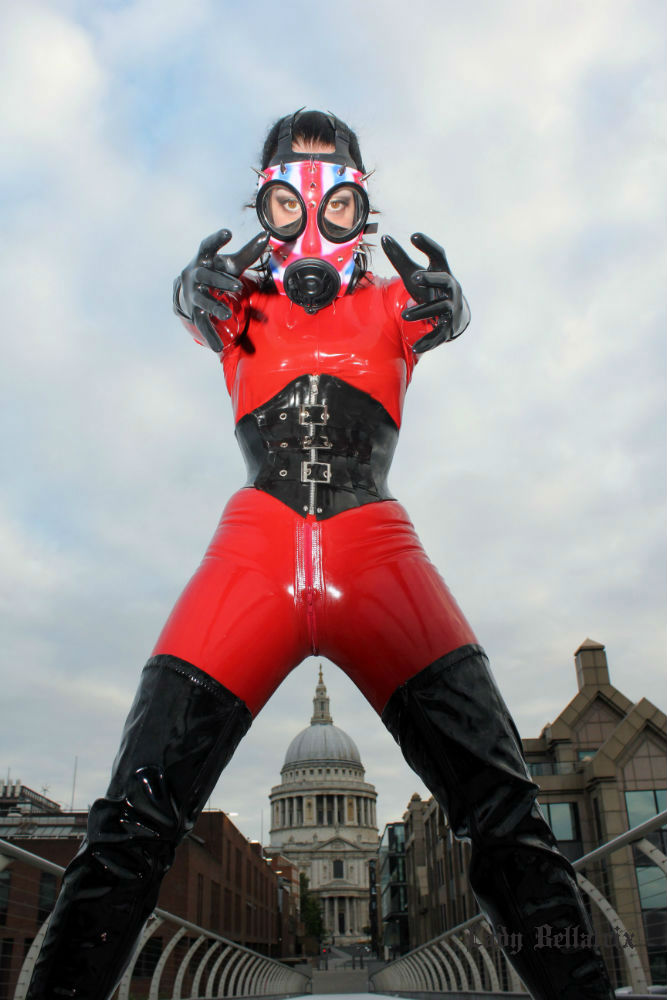 Heavy Rubber Mistress in London